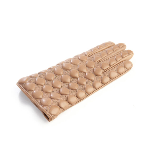 Women's quilted beige leather gloves with cashmere lining