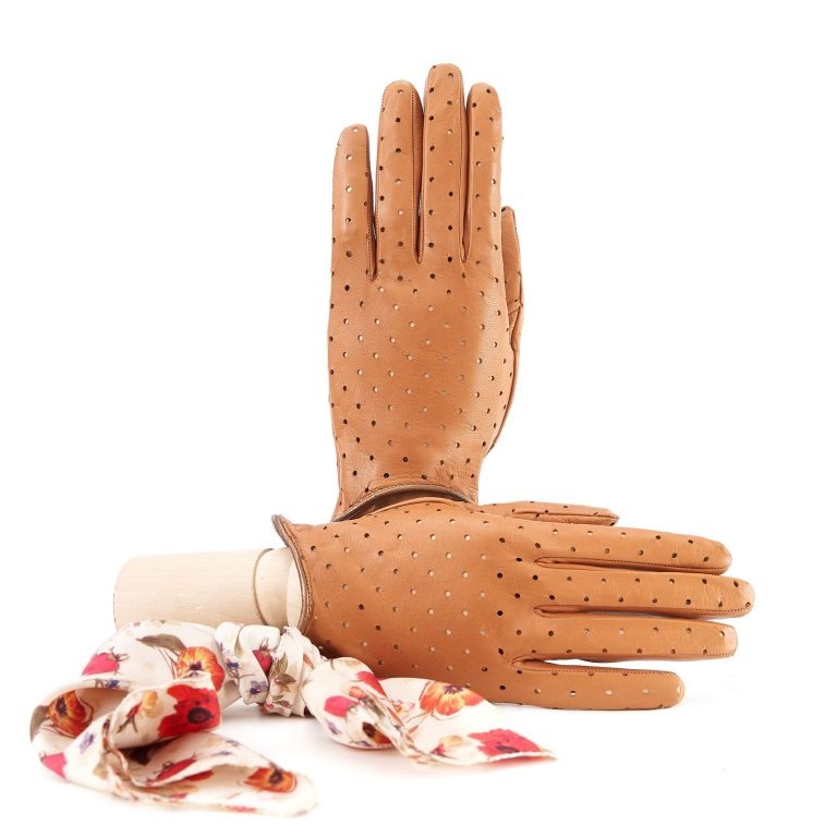 Women's unlined camel nappa leather gloves with perforated pois detail